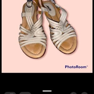EARTH (Planet Shoes) - Cream Leather Comfort Wedges Size 8 Hardly Worn